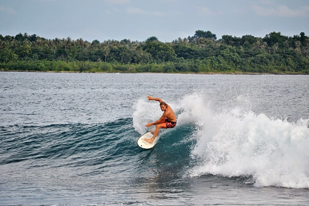 Simeulue Island Indonesia  City pictures : Simeulue Island: Ein Juwel für Surfer und Büffel indojunkie