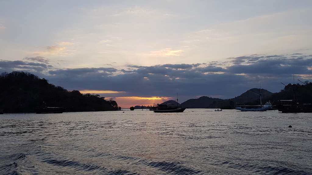 Tauchen-Komodo-Nationalpark-sunset