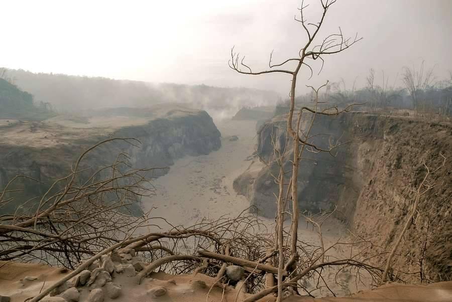 Tho Ly Wo ist Olly Ein Suchbild gemacht kurz nach dem ersten pyroklastischen Strom über Kaliadem 2010 am Merapi