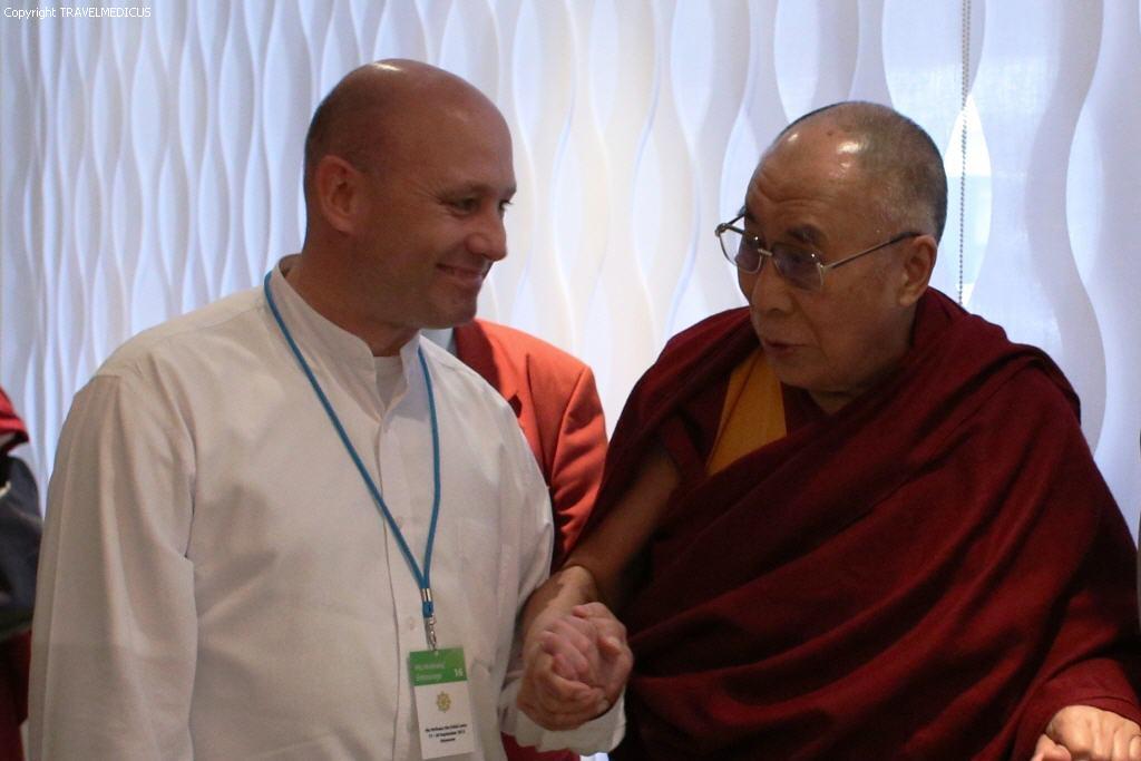 Auch Seine Heiligkeit der 14. Dalai Lama ist Patient von Dr. Thomas Ly