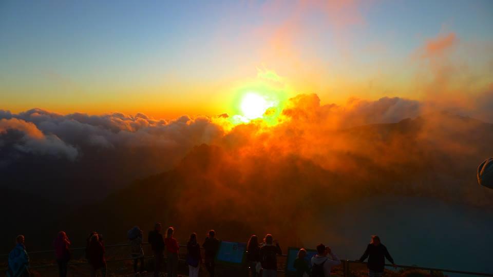 Tilmann Vogel Sonnenaufgang an den Kelimutu Kraterseen