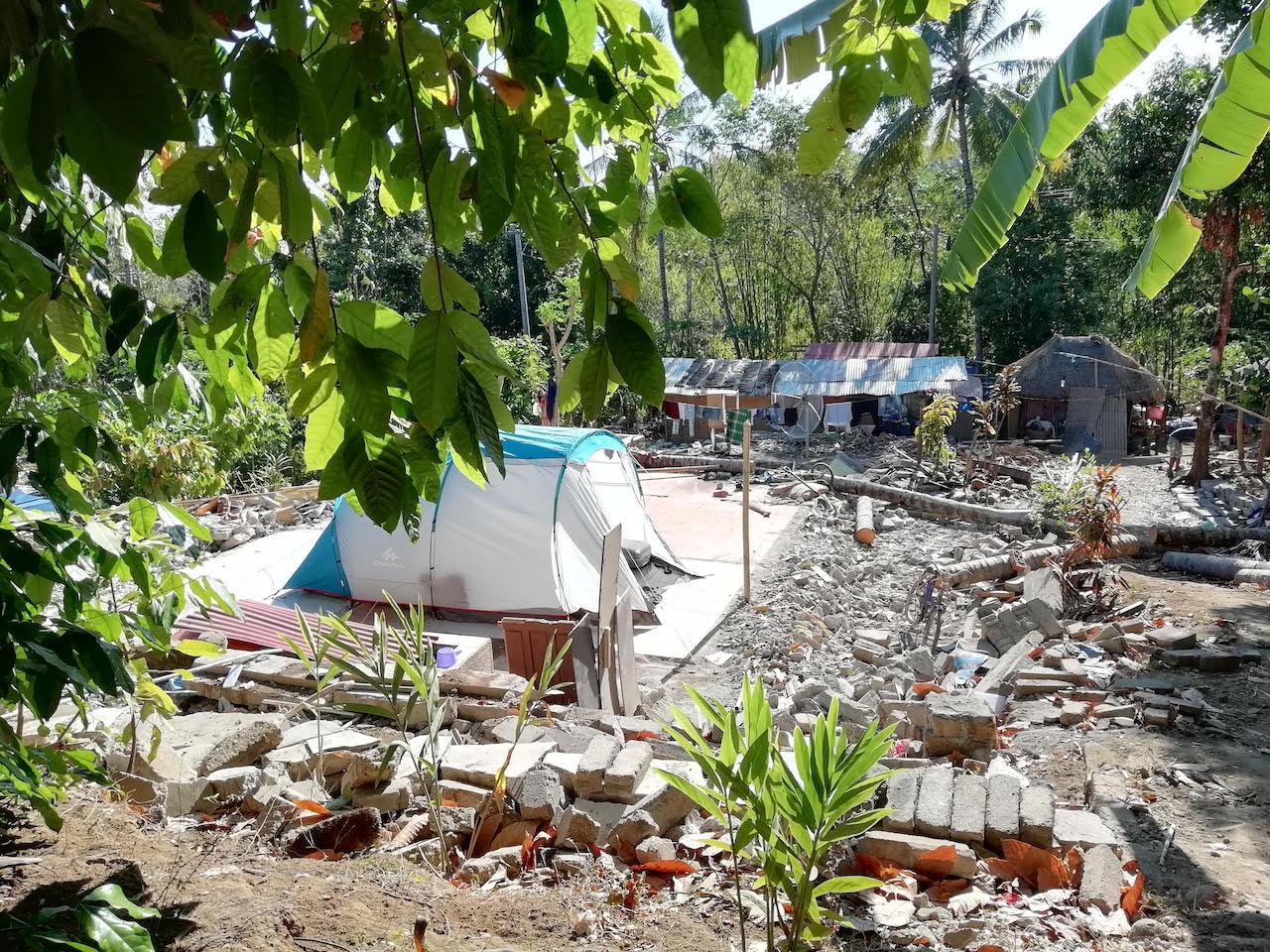 Unser Zelt zwischen den Trümmern