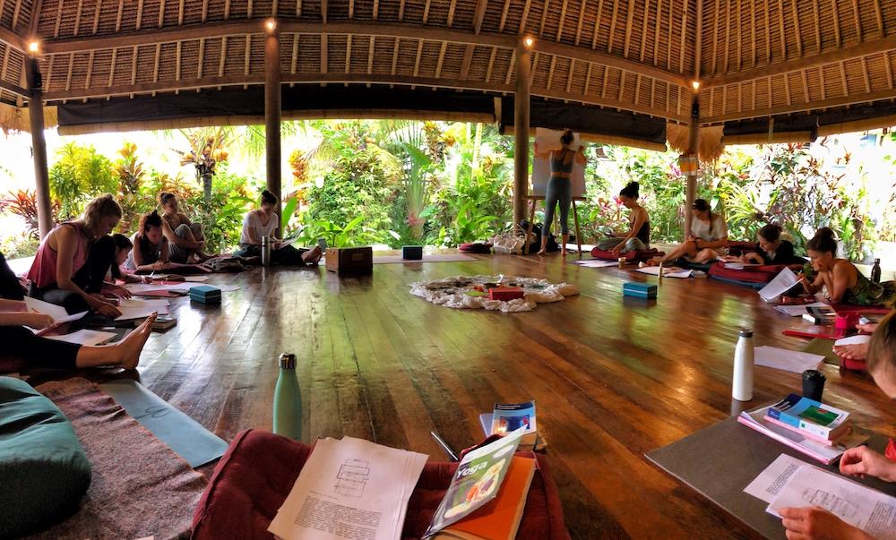 Unterricht Yogalehrerausbildung-Bali-Shakti-Academy-Bali
