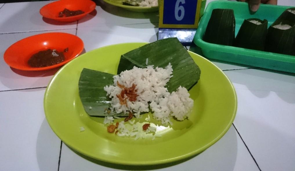 Nasi Uduk - eine der gefühlt 1 MIllionen Reis-Gerichte in Indonesien...