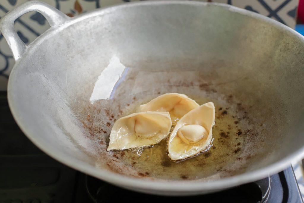 Zubereitung_7 (1)pangsit-goreng