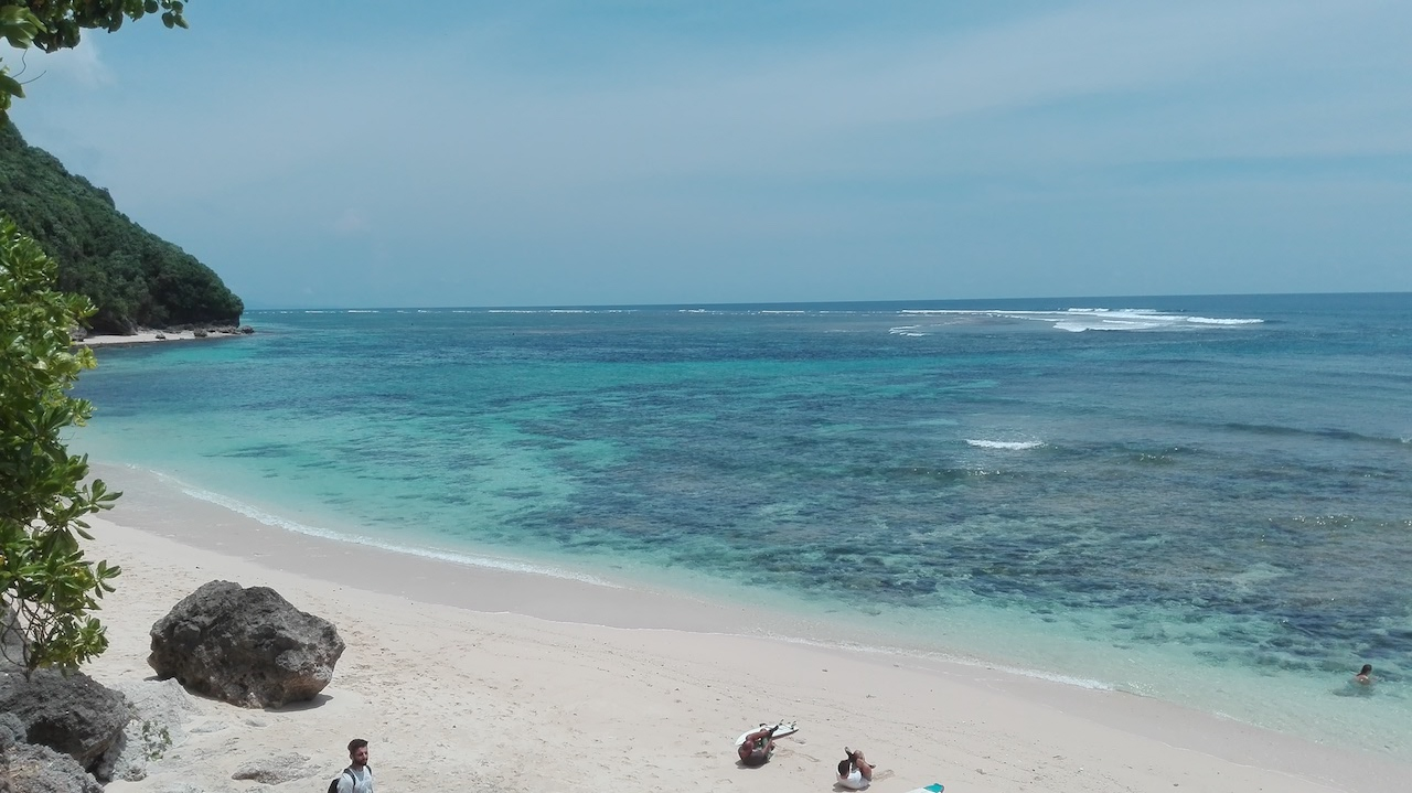alleine-als-frau-nach-indonesien-_GreenBowlBeach