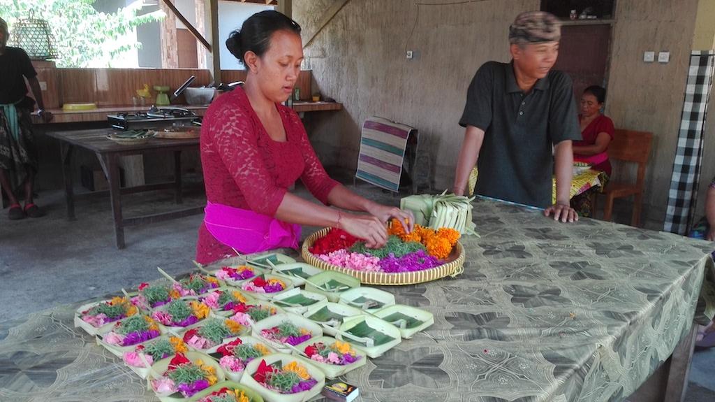 alleine-als-frau-nach-indonesien-canang