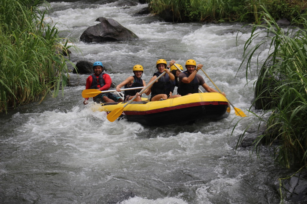 bali-regenzeit-Rafting-Telaga-Waja-River