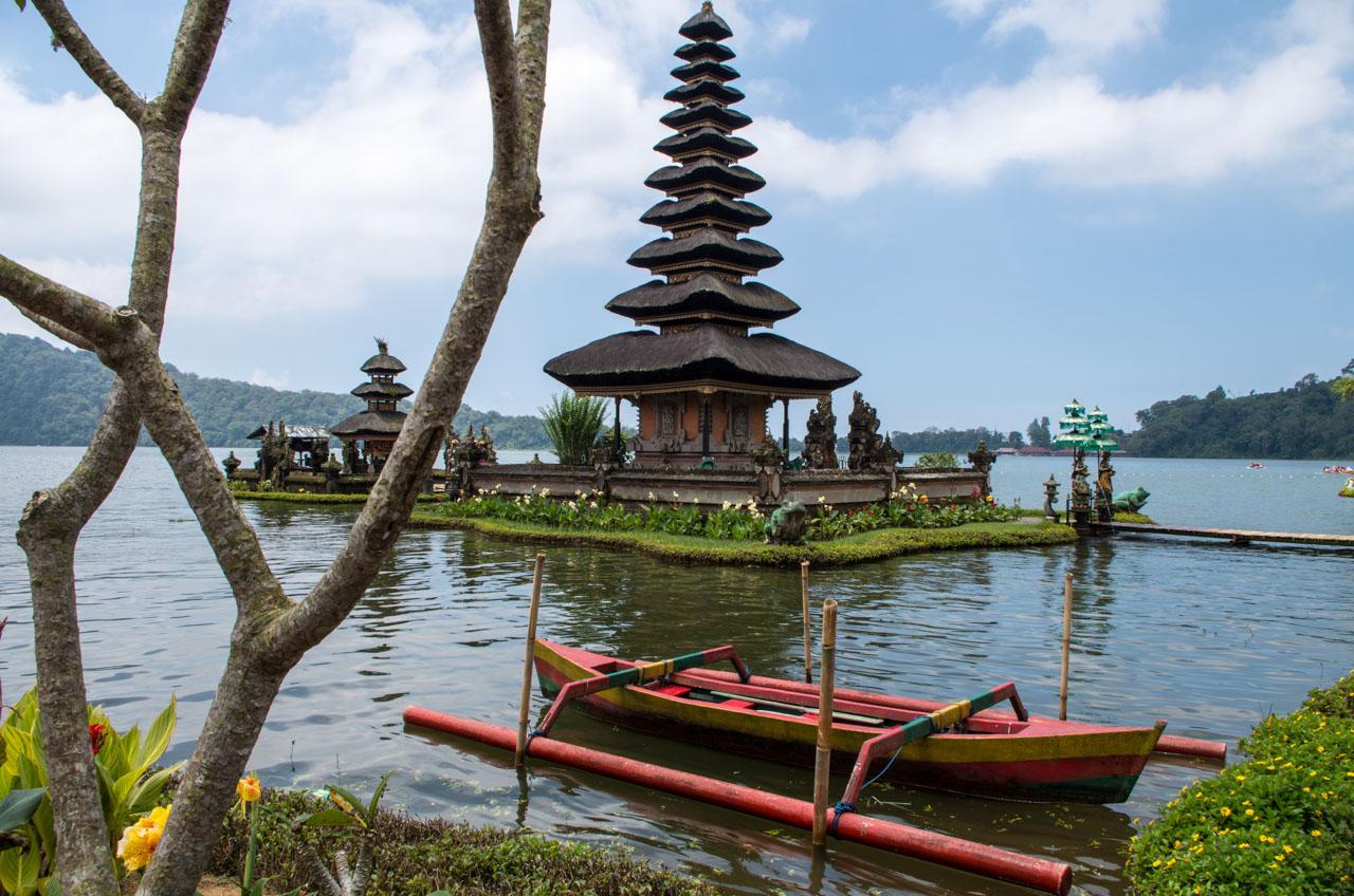 bali-regenzeit-tempel