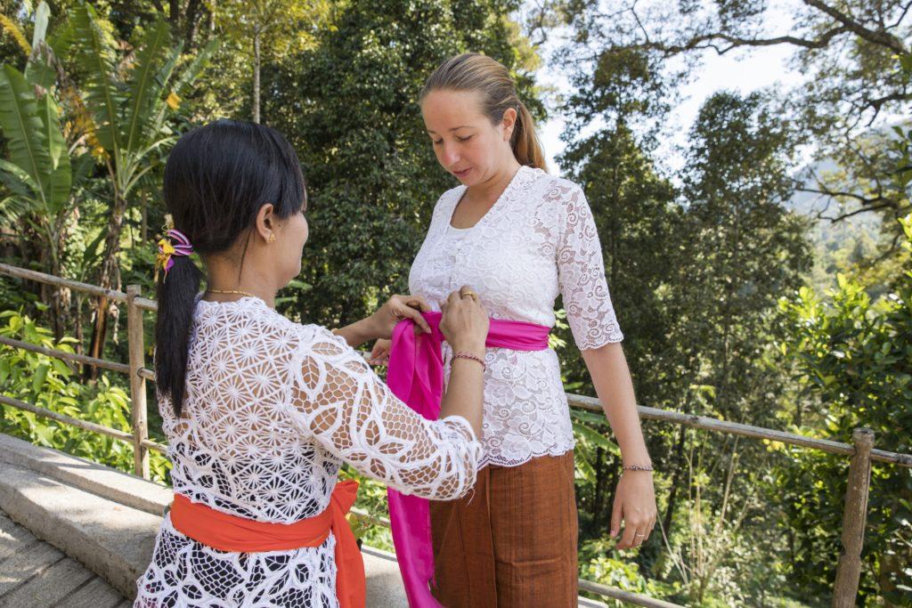 bali-religion-kleidung-zeremonie