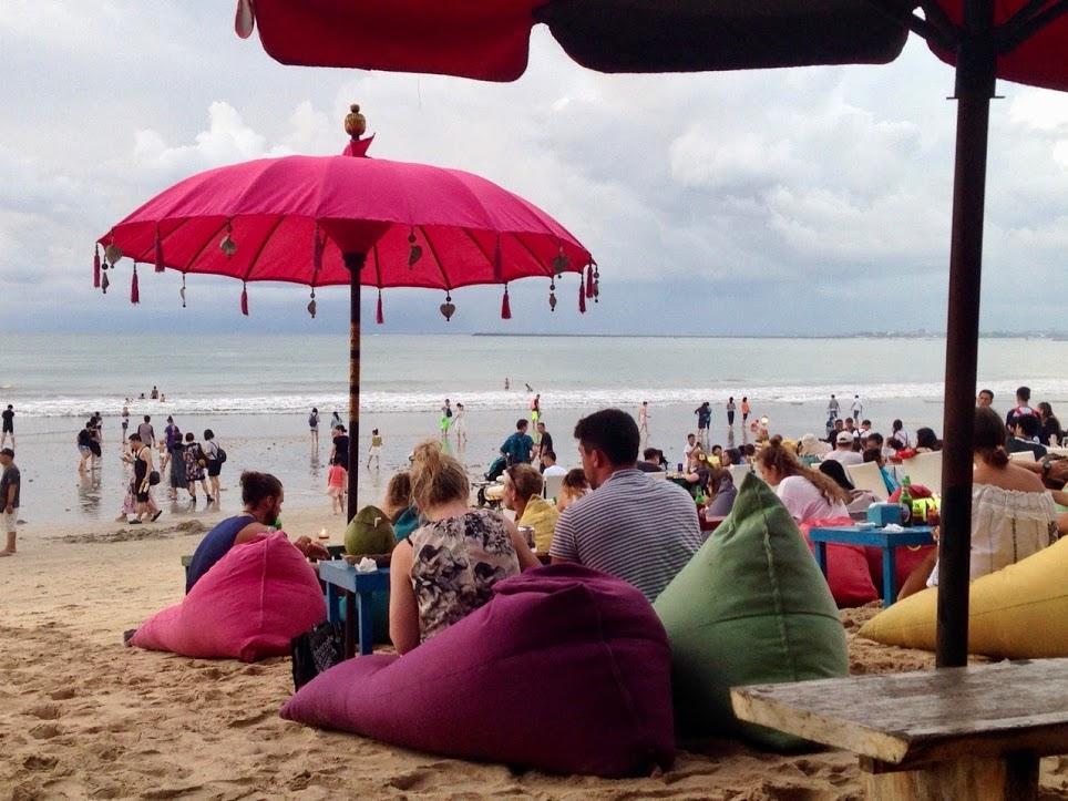 beekini-bowl-strand-bar-jimbaran-muaya-beach-bali