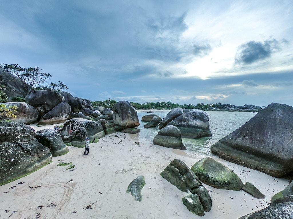 belitung-island-steine