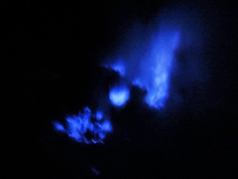 blaues Feuer auf dem Ijen