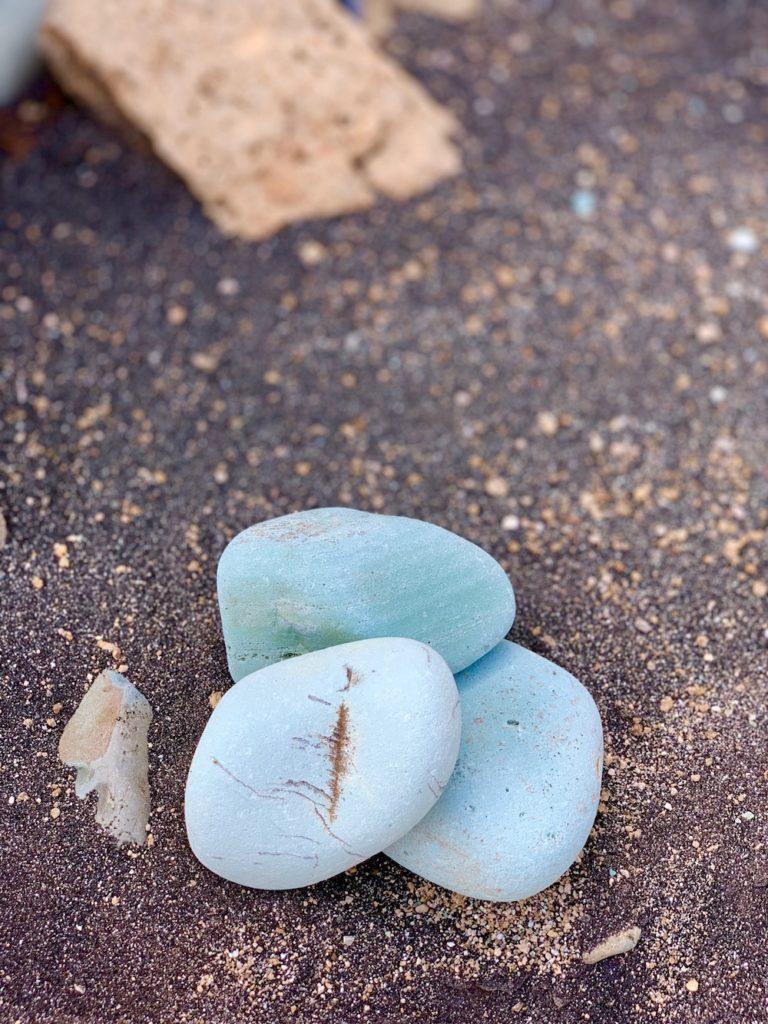 blue-stone-beach-flores-besondere-orte-1