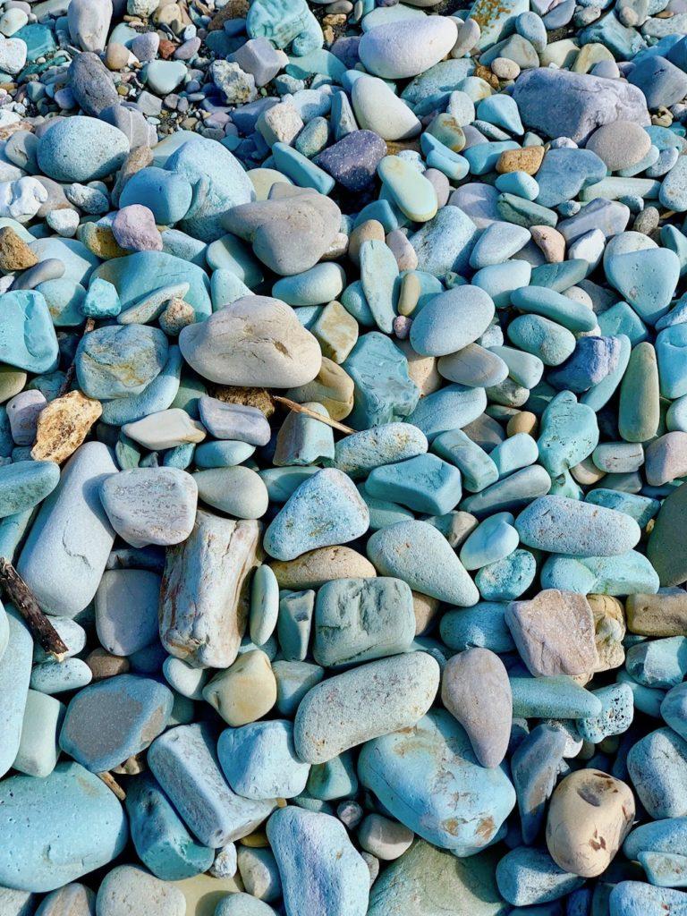 blue-stone-beach-flores-besondere-orte