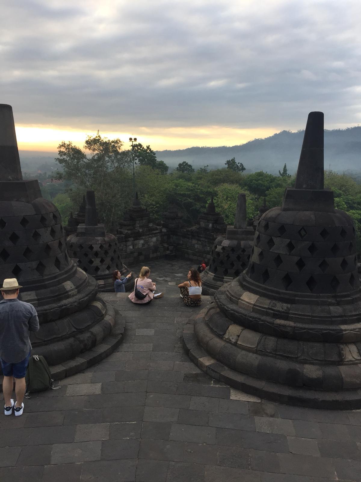borobudur-tempel-java-1