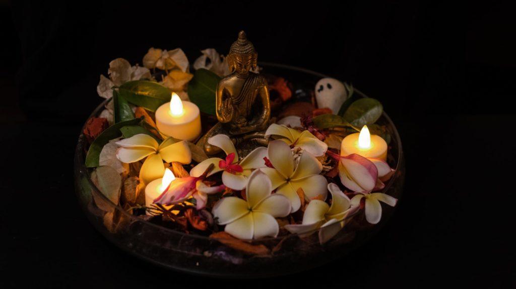 frangipani-blueten-religion