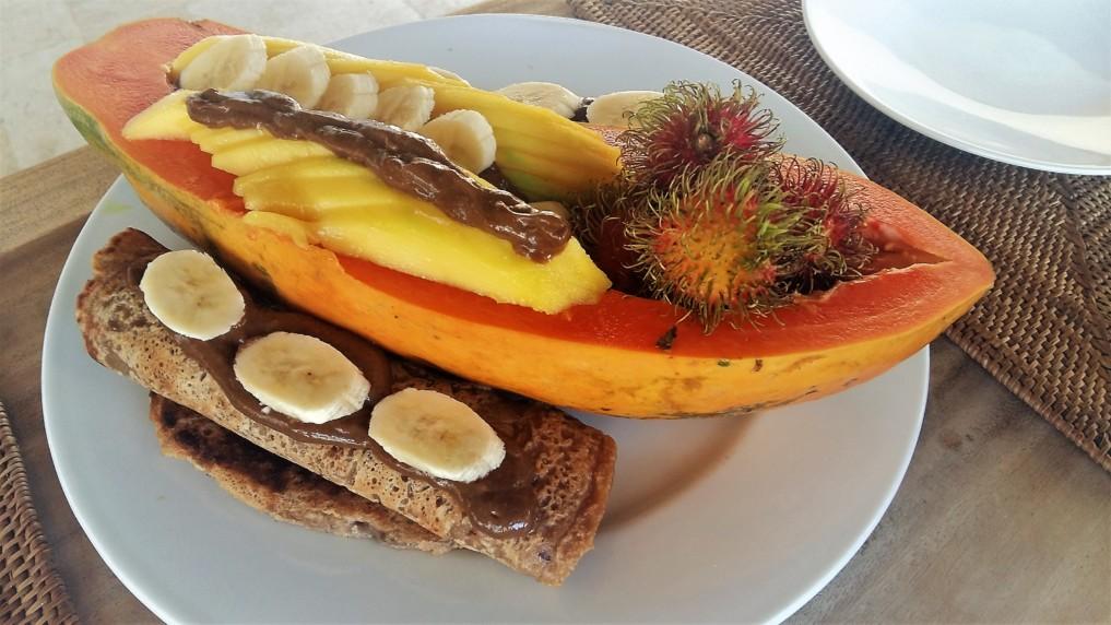 Gefüllte Papaya mit veganen Schokomousse