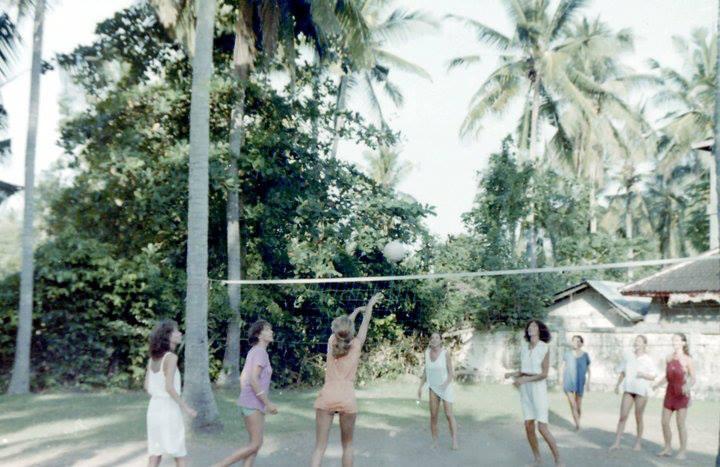 Volleyball hinter dem Blue Ocean 1970, Foto: Peter Thomas