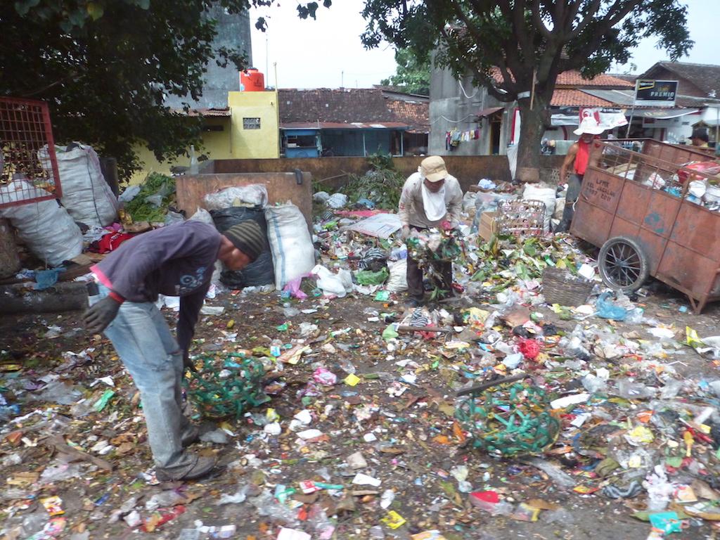 individuelle Müllsortierung in Surakarta, Java