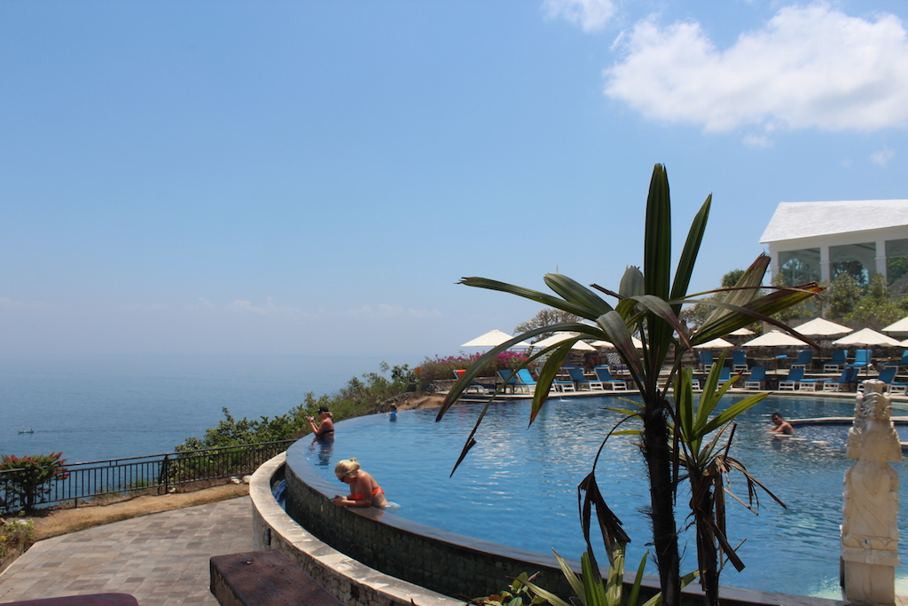infinity-pools-uluwatu