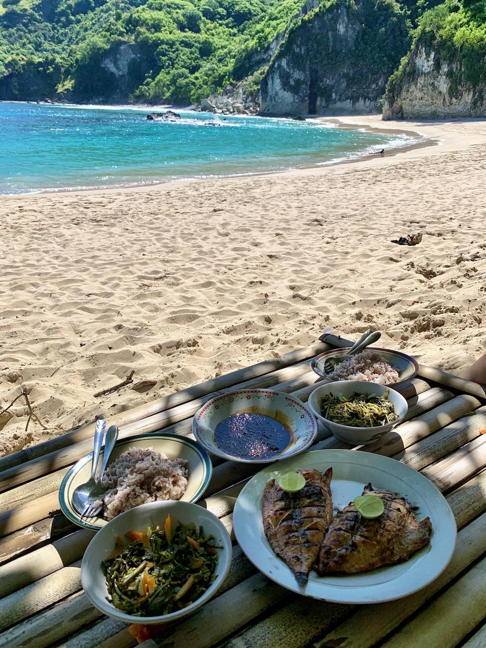 koka-beach-flores-sehenswuerdigkeiten-essen-am-strand