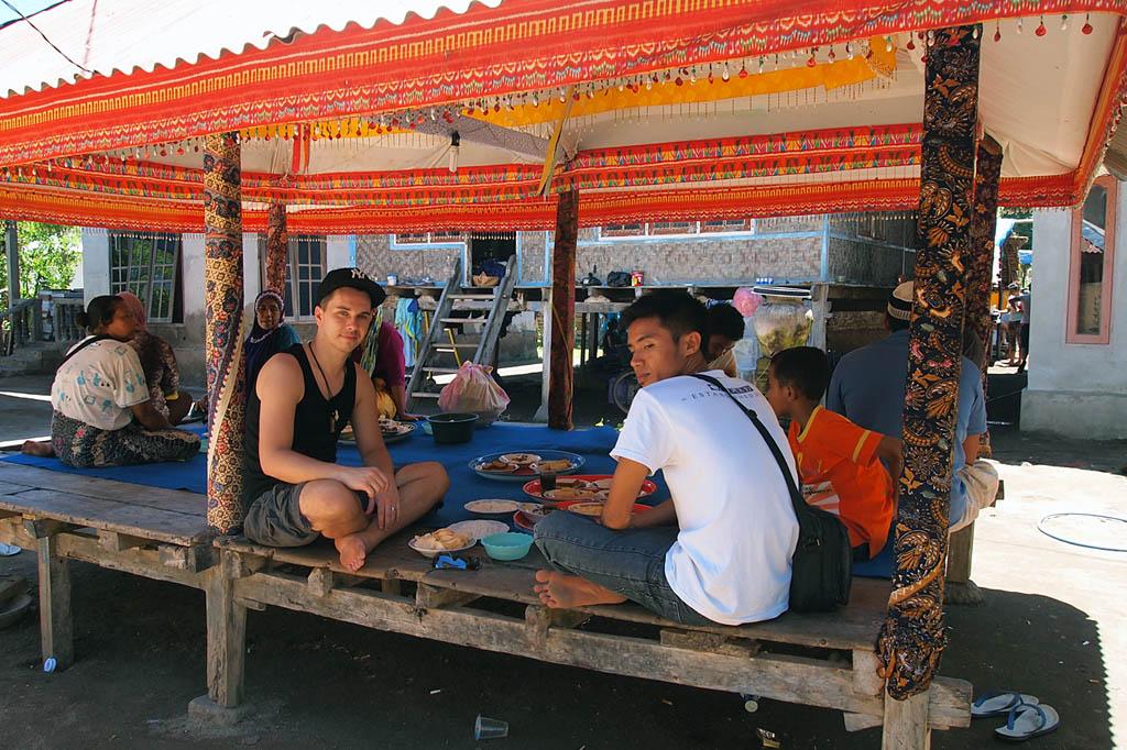 Mittagessen im Sasak-Dorf