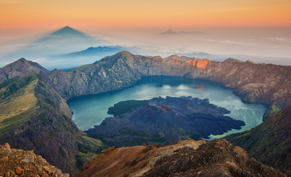 mount-rinjani-sunrise-before-earthquake