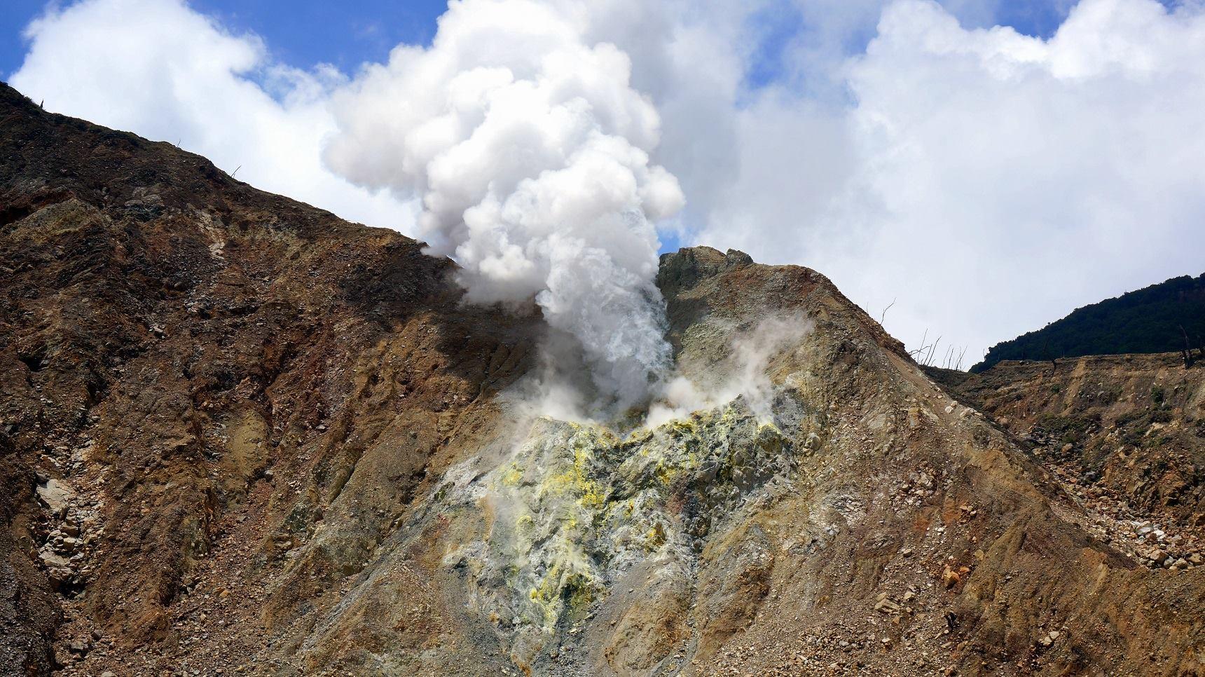 new crater of papandayan