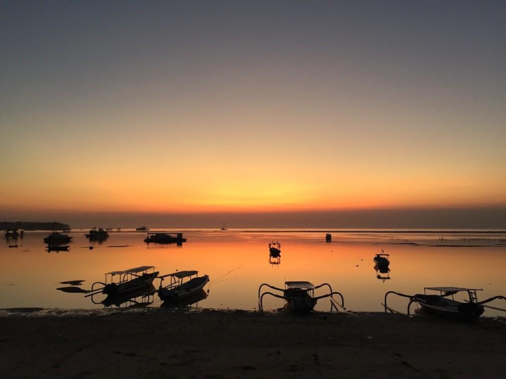 nusa-lembongan-jungutbatu-beach-sunset