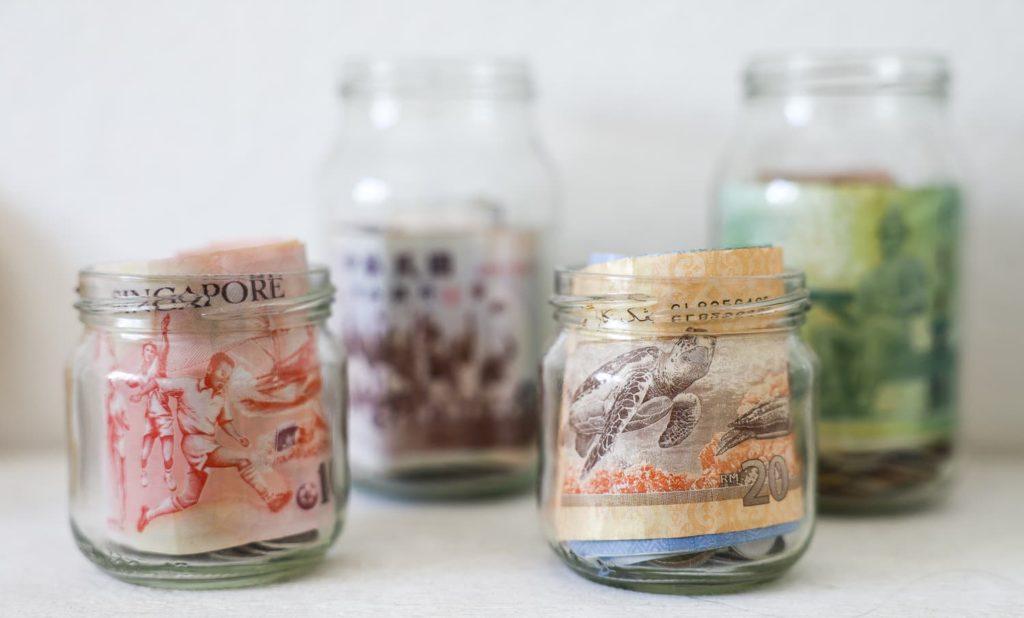 reisen-geld-glas