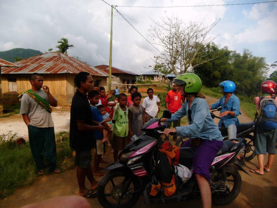 richtige-kleidung-indonesien-unterwegs