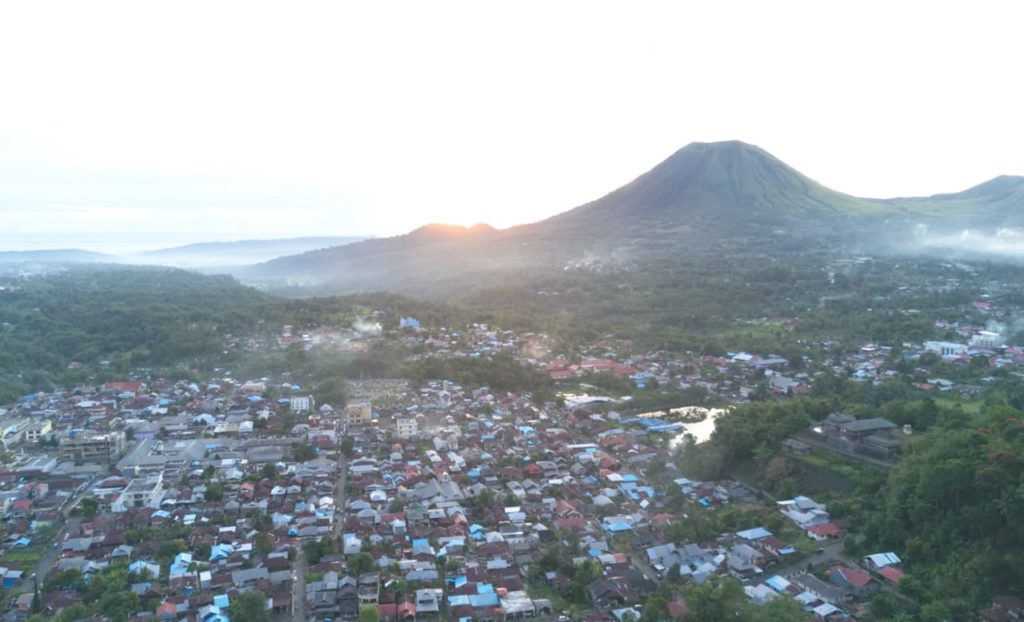 sulawesi-highlights-tomohon-lokon