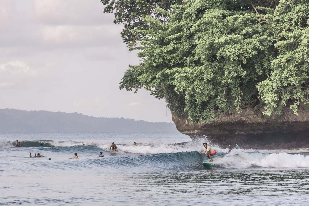 surfen-in-west-java-noseride