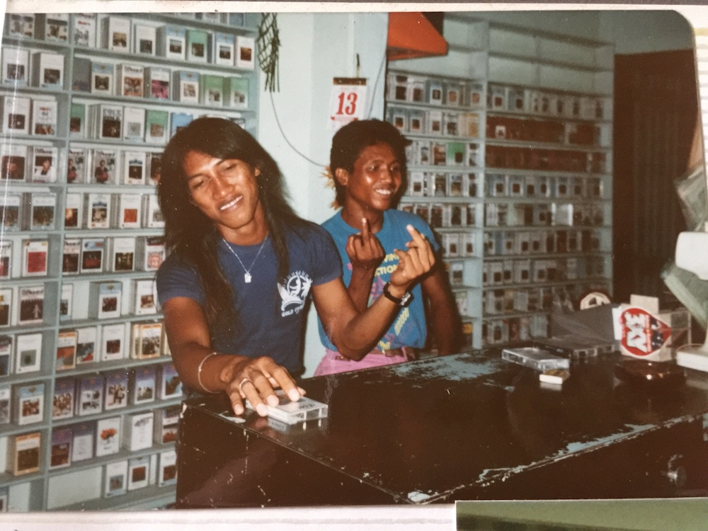 tape-shop-bali-old-times
