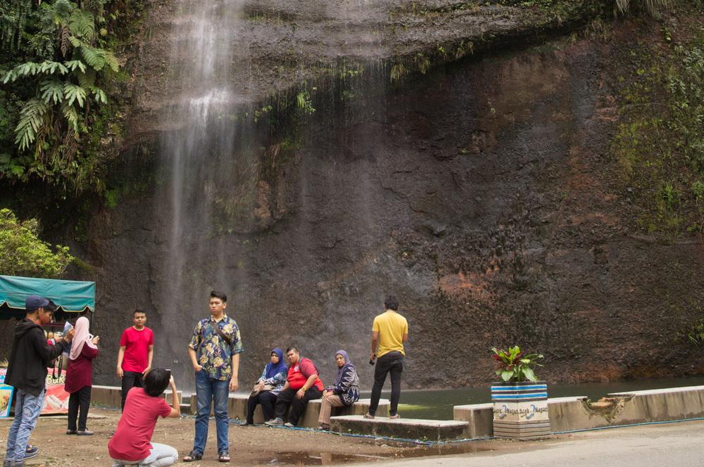 touristische-attraktion-wasserfall-harau
