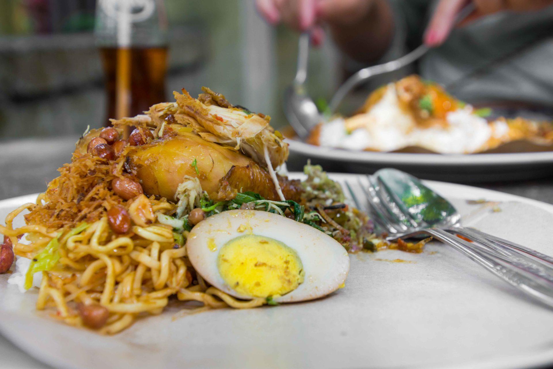 Nasi Campur Ayam - außerordentlich lecker im Warung Mek Juwel