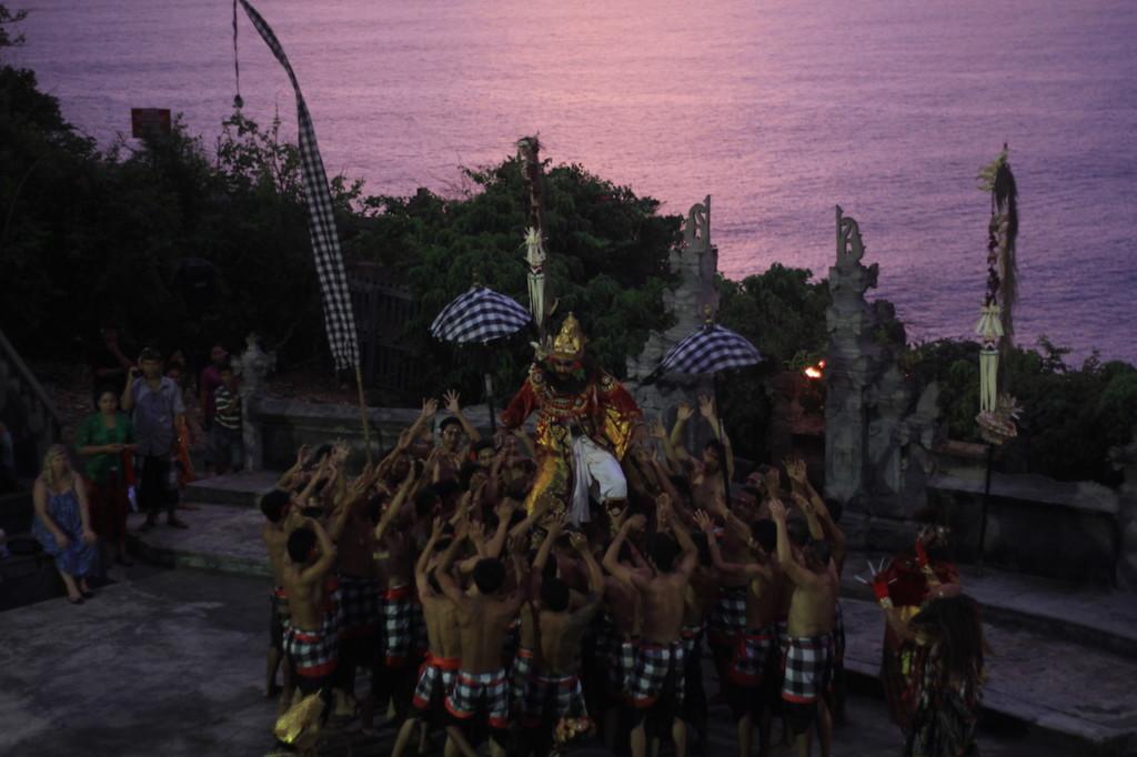 uluwatu-bali-kecak-dance