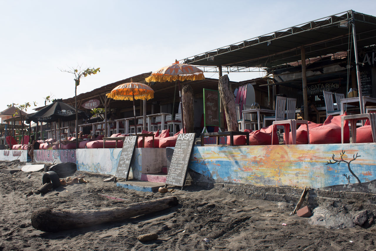 unterkunft-hostels-canggu-echo-beach-strandhuetten