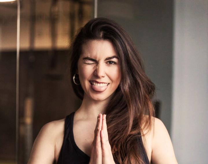yogalehrerin-bali-arbeiten-4